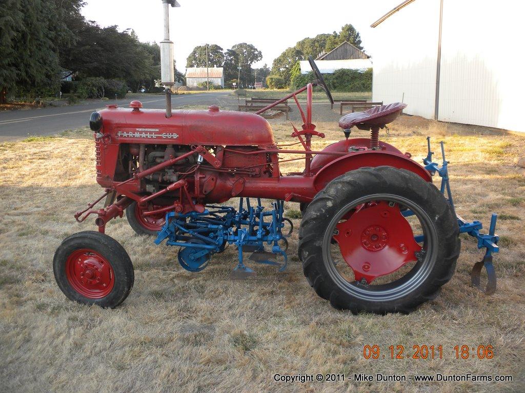 International Harvester Cub Tractor : International harvester farmall cub